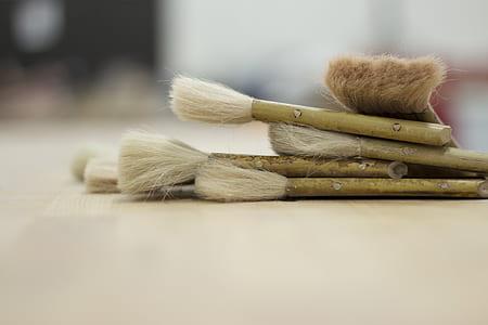 closeup photo of beige handle makeup brush set