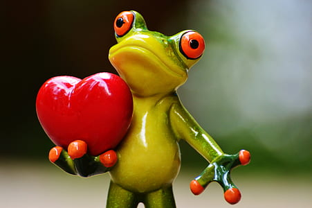 frog holding heart figurine