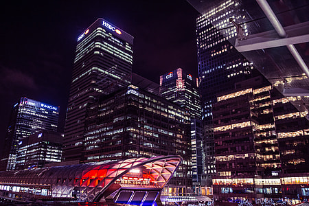 Night shot of buildings at Canary Wharf in London