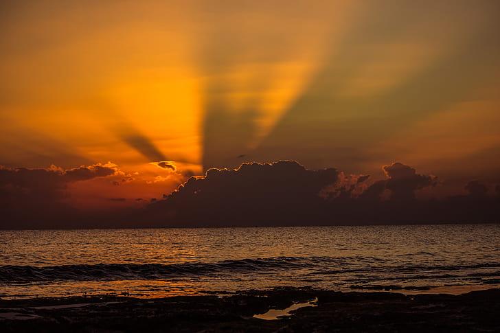 photo of anticrepuscular rays