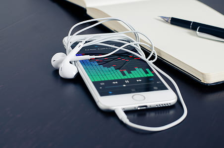 turn-on music player with plug-in EarPods