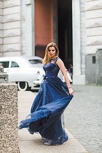 woman wearing blue floral sleeveless dress