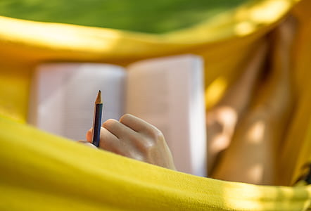 closeup photo of black pencil