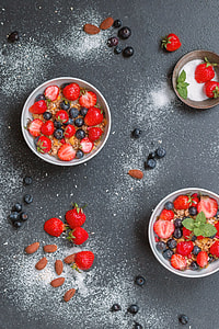 photography of strawberries on bowl
