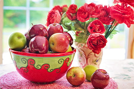 green and red apple table centerpiece