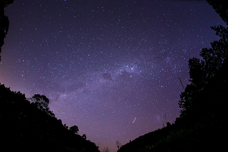 shooting star at night sky