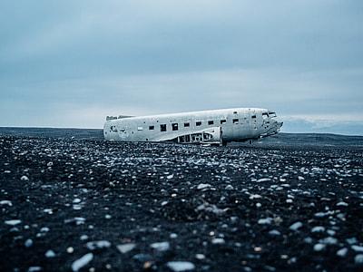 photo of a wreck passenger plane
