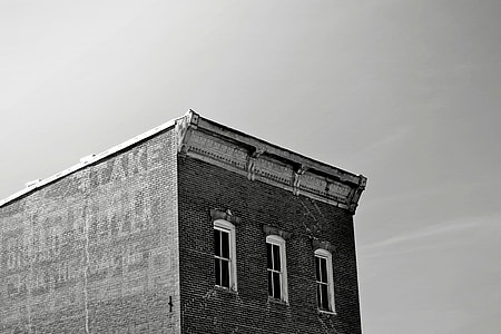 B&W Worn-Out-Building