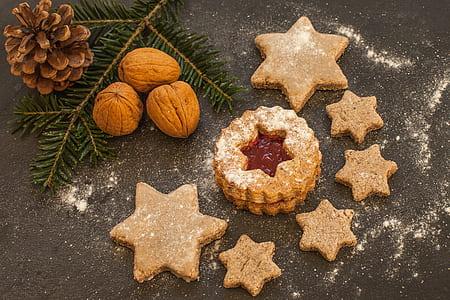 star shaped brown cookies