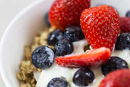 Healthy breakfast bowl containing yogurt, fruit and granola cereal