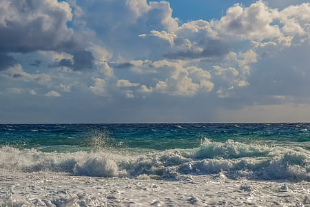 ocean wave under cloudy sky during daytime