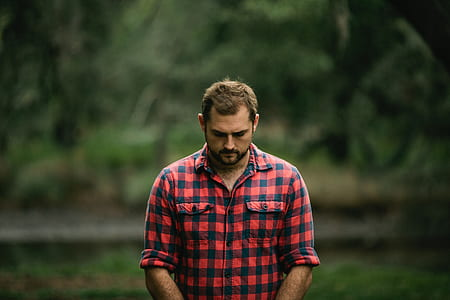 man in red and black gingham button-up long-sleeved shirt