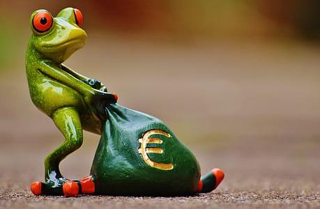 frog pulling cash bag figurine