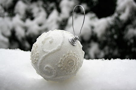 selective focus photography of white bauble