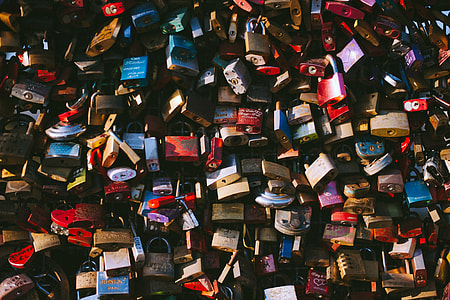 Love locks in Cologne, Germany