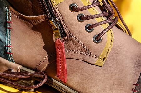 unpaired brown leather side-zip lace-up shoe