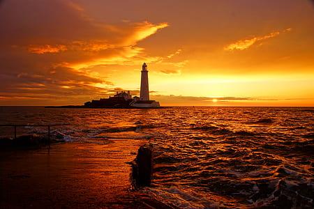 Maiden's Tower on golden hour