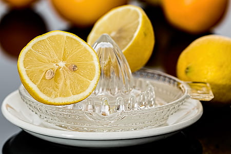 shallow focus of slice of lemons