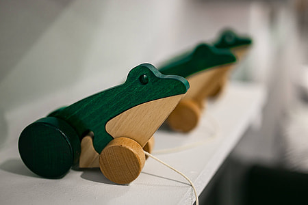 Small wooden frogs with strings