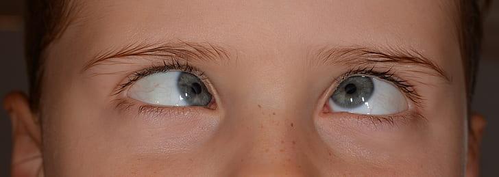 woman's blue eyes
