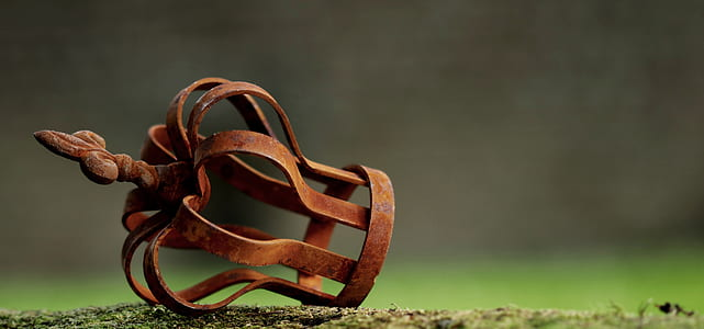 selective focus photography of brown metal accessory on ground