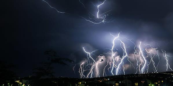 photography of thunder strike