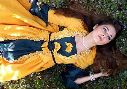 woman wearing black and yellow long-sleeved dress