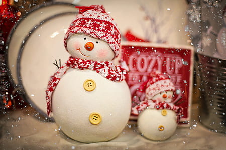 photo of two snowman figurines
