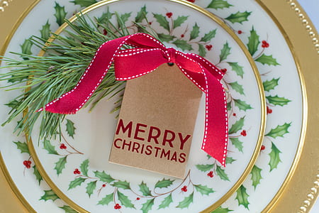 white and green Merry Christmas decorative plate