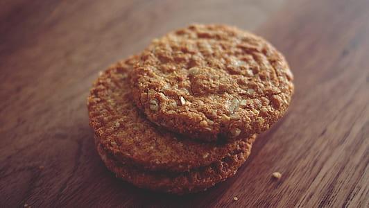 three round cookies