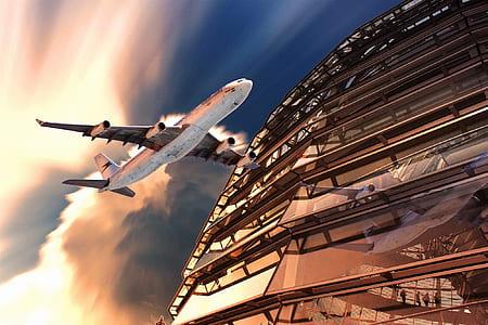 white ]airplane
