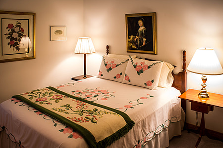 photo of bed room set