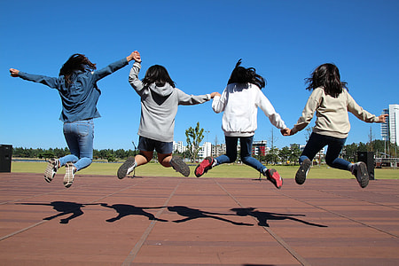 four women performing jumpshot groufie