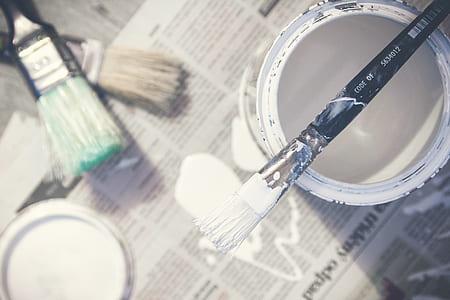 brush on white pain bucket