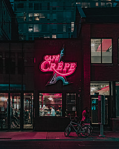Cafe Crepe signage