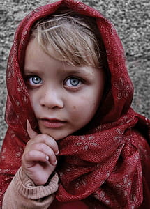 blue eyes, child, girl, portrait, shawl, street