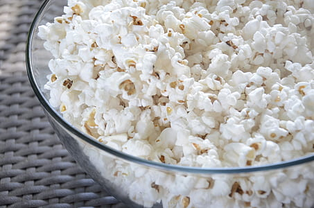 popcorns in clear glass bowl