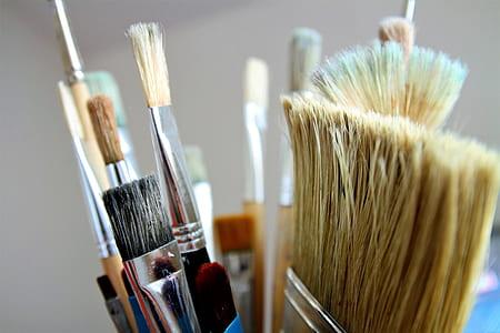 closeup photo of assorted-color makeup brush lot