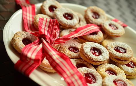 baked cookies on top ceramic plate