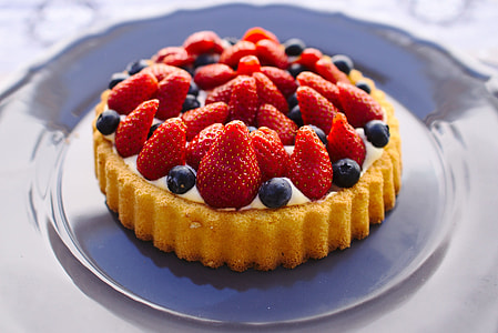 pie with strawberry fruits