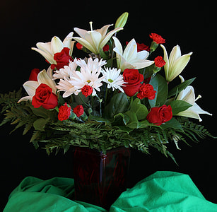 white and red petaled flower bouquet