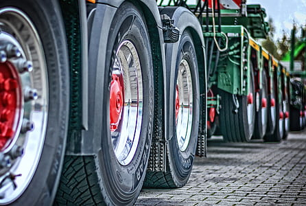 closed up photography of trailer wheels