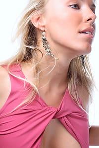 woman wearing pink sleeveless top