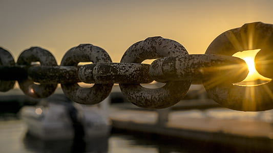 gray metal chain closeup photography