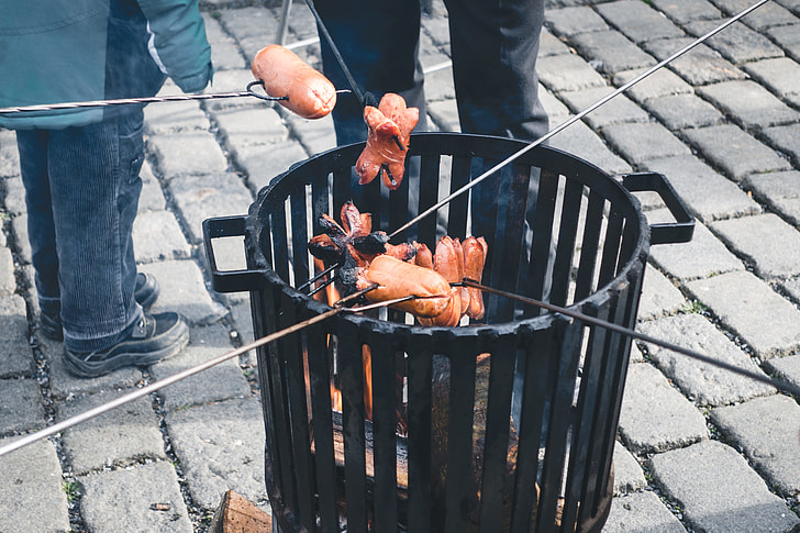Roasting sausages outside