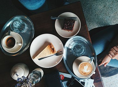Pleasant coffee and cake situation in a café