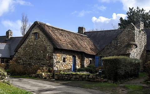 brown concrete bungalow house