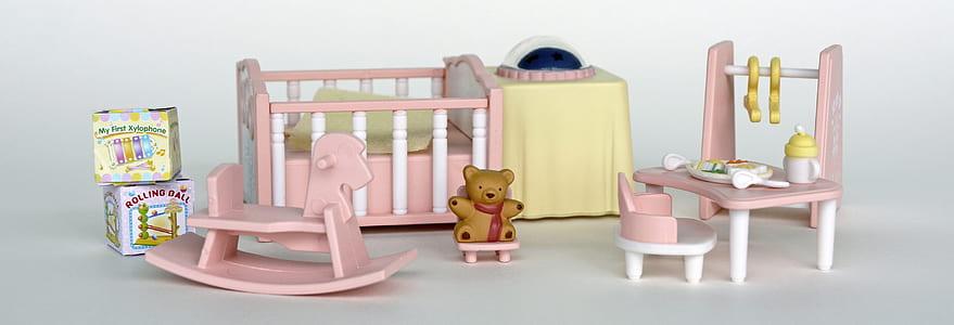 toddler's baby crib set