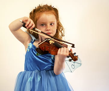 girl playing violin