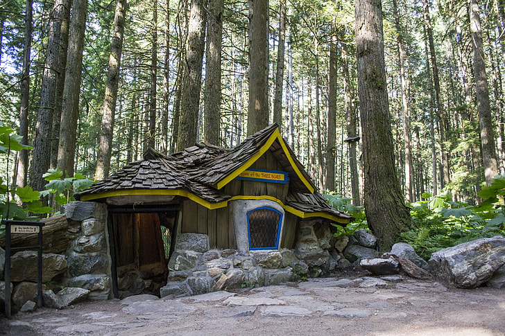 Royalty-Free photo: Brown tree house surrounded by trees | PickPik